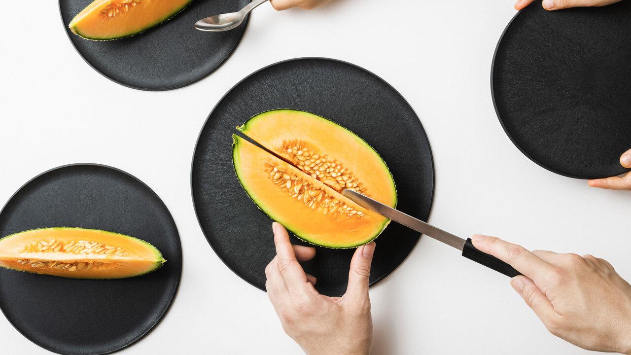 お皿がまな板になるんです。ちょっと切りたいときに超便利な「CHOPLATE」