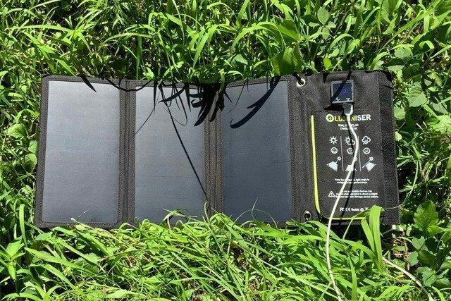 コンセントと変わらない充電時間!丈夫で持ち運びやすいコンセント不要のソーラー充電器
