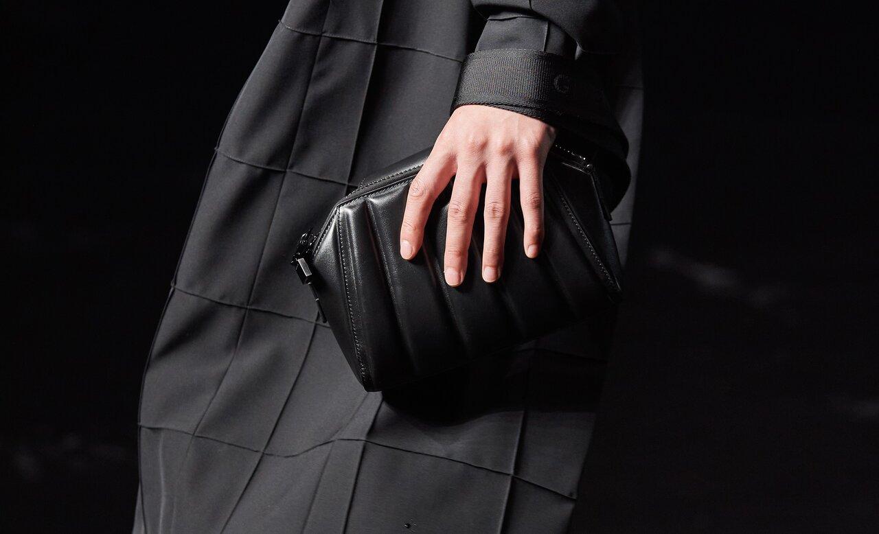 ジバンシィ2021年秋冬の新作。マシュー・M・ウィリアムズによるメンズバッグ!