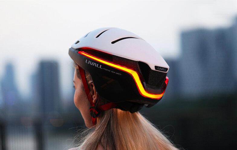 サイクリングにワンランク上の安全を。LEDライト搭載のスマートヘルメット