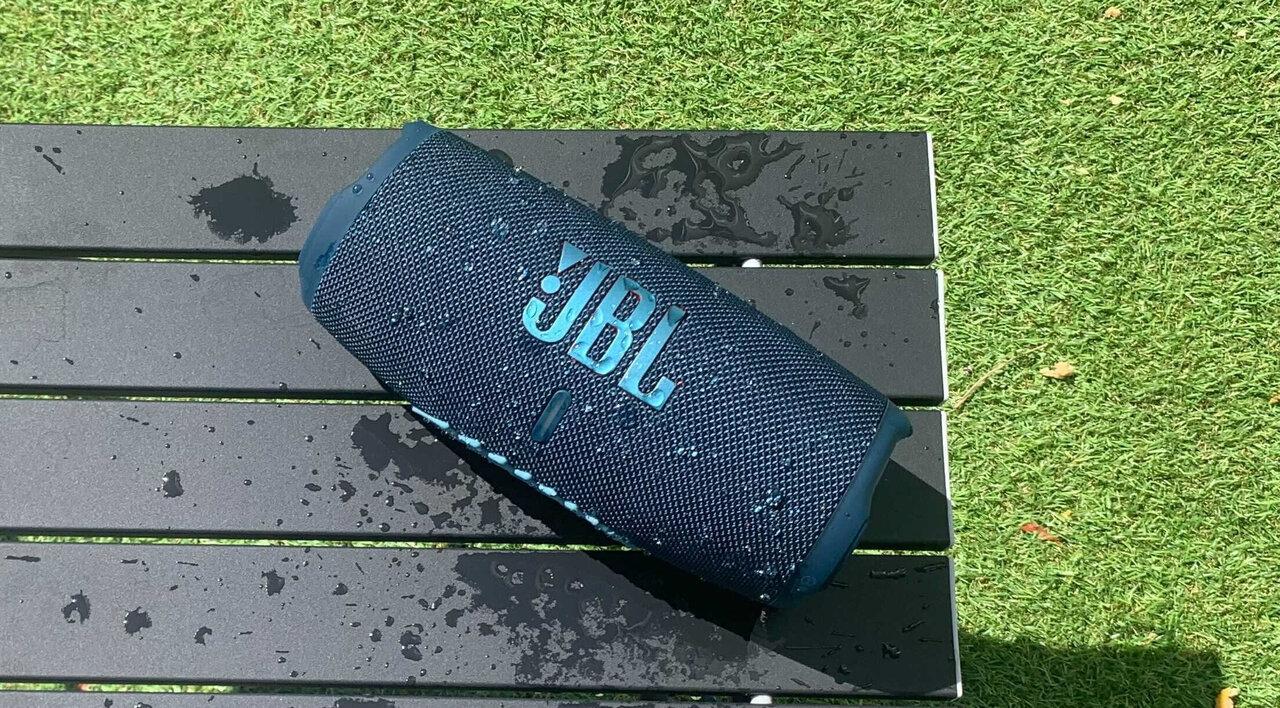 JBL最新防水・防塵スピーカーを使ってみた!クルマ洗車中でもバスタイムでも音楽を楽しめる