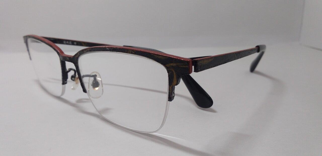唯一無二の質感をまとう。クールジャパンな和紙×漆塗りのメガネ