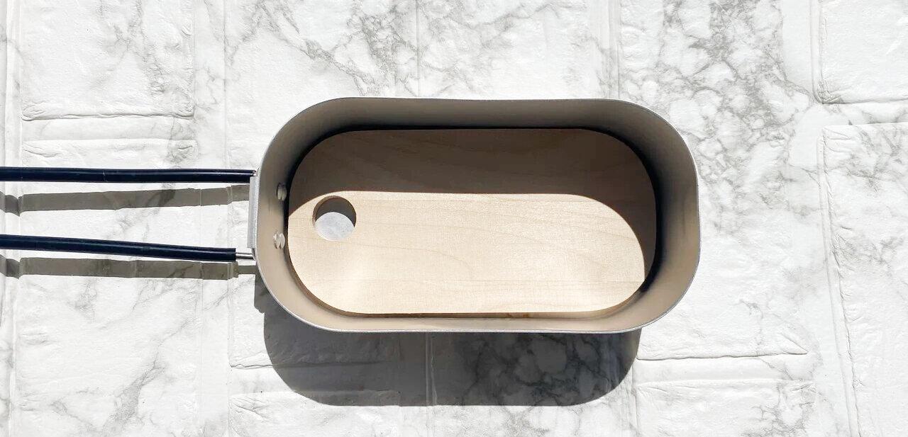 メスティンにすっぽり入るまな板が出た!収納に便利なダイソー「メスティン用まな板」
