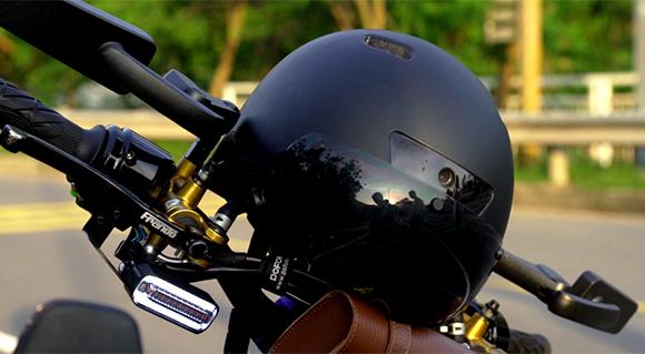 なんだこれ!な斬新さ。全部入りの自転車用スマートヘルメット「Pelios」