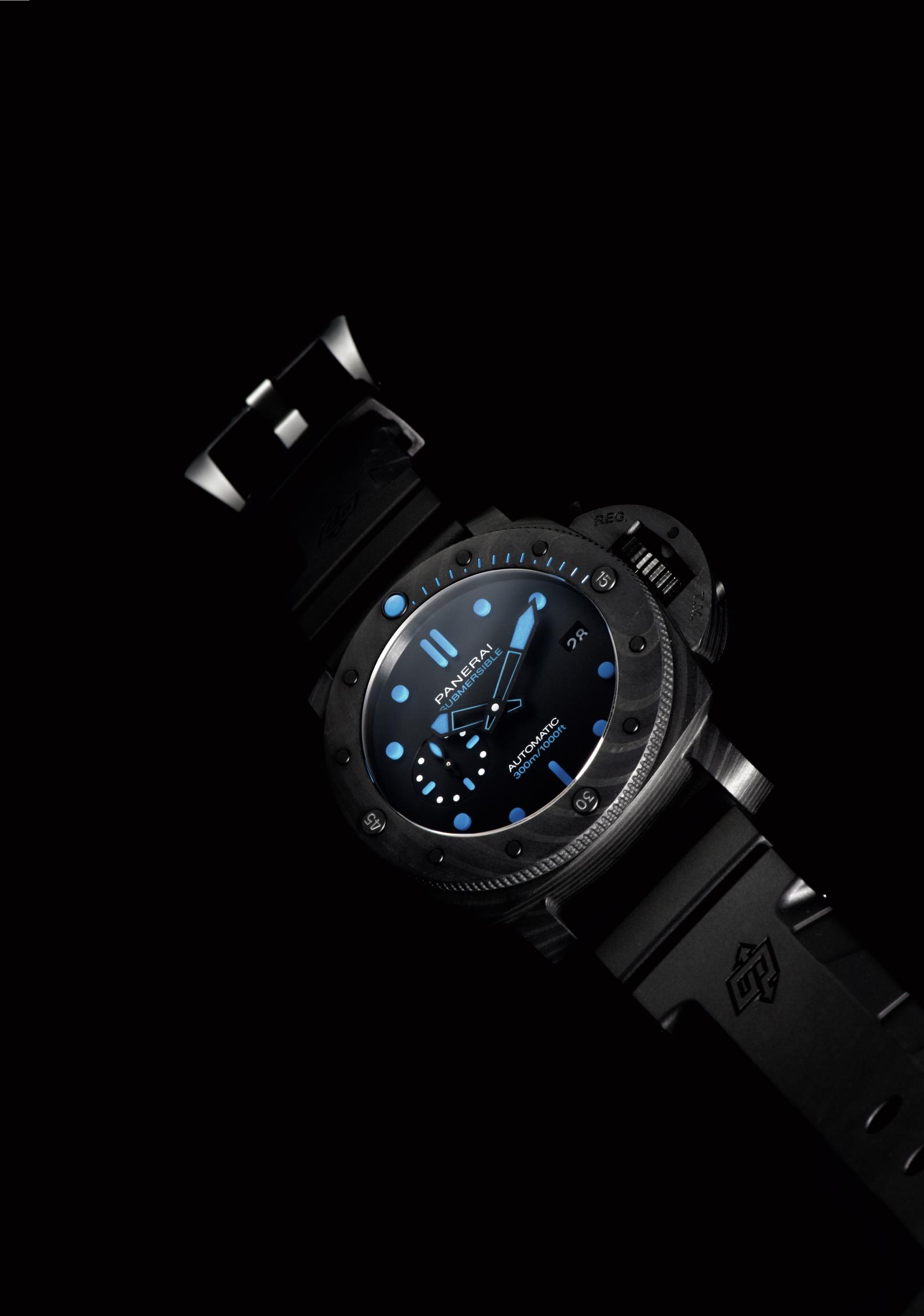 パネライの時計「サブマーシブル カーボテック™」