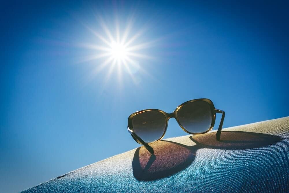 太陽とサングラス