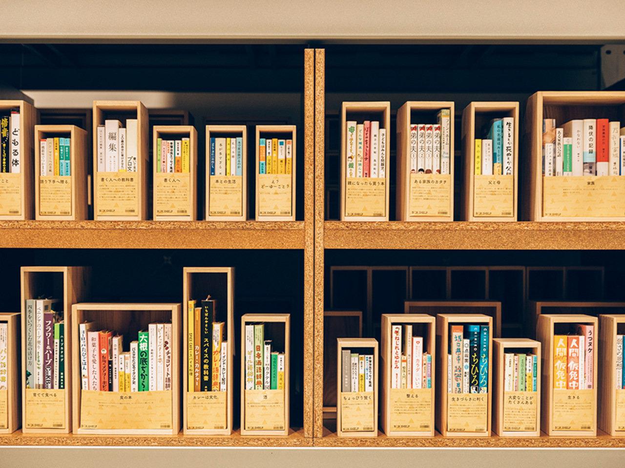暮らしに本のある風景を。『ハミングバード・ブックシェルフ』の本棚たち。