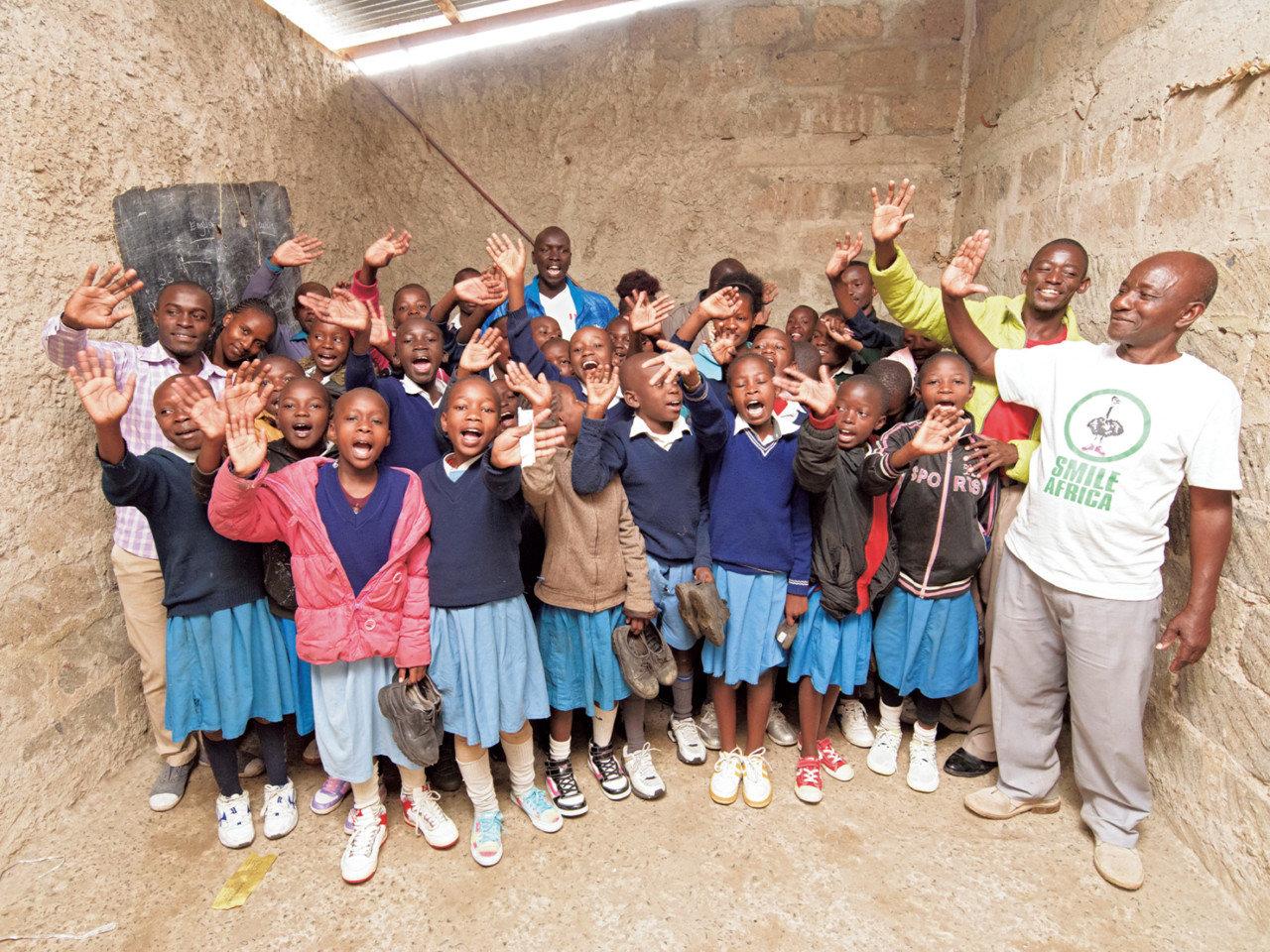 アフリカの子どもたちを笑顔にするシューズ。まもなく、10万足の回収を迎えます。