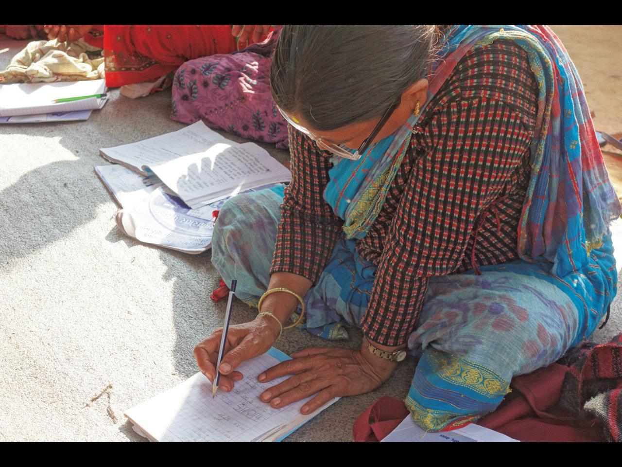教育の機会をつくり、貧困のサイクルを断ち切るために。ネパールで「寺子屋」運動を進めています。