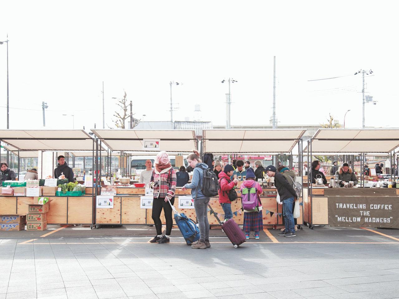 京都駅東側、崇仁地区でお買い物を。お店はくるくる代わります。露店のような『るてん商店街』。