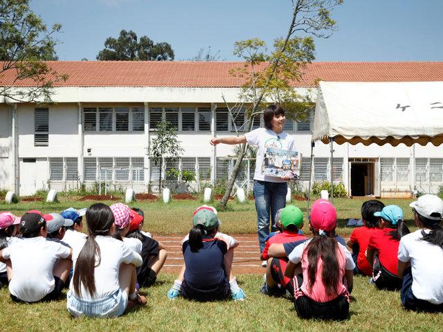 ケニアの協力団体の力で、シューズは子どもたちへ!