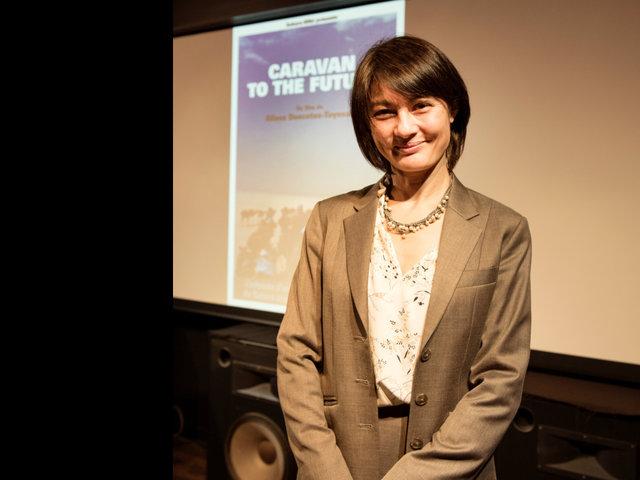 4か月の密着の記録を、映画『Caravan to the Future』に。デコート・豊崎アリサ