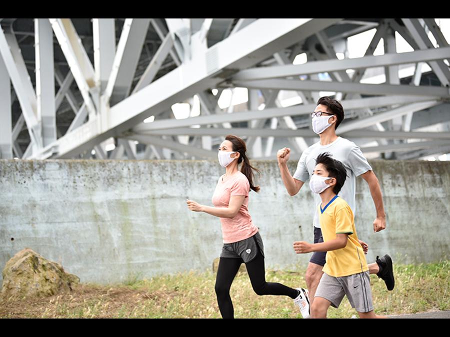 創業110年サポーターメーカーが作る、呼吸がしやすく飛沫を防ぐマスクです。
