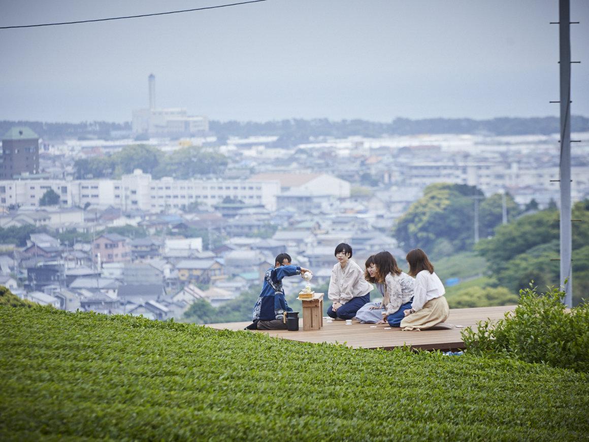 茶畑の中のティーテラスで、贅沢なお茶体験を。静岡の茶畑を未来へ繋ぐ「茶事変プロジェクト」