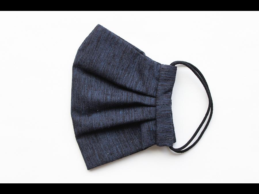 日本の絹織物(シルク)の原点、最高峰の布「結城紬」で仕上げた冬マスクが登場。1枚3280円。