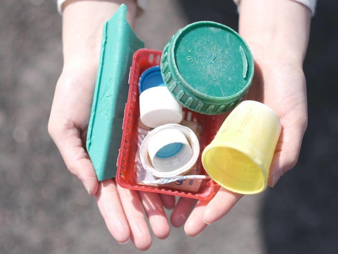 """海洋ごみから生まれた《buøy》が、海の""""いま""""を伝える。プラスチックの可能性と未来を見つめて"""
