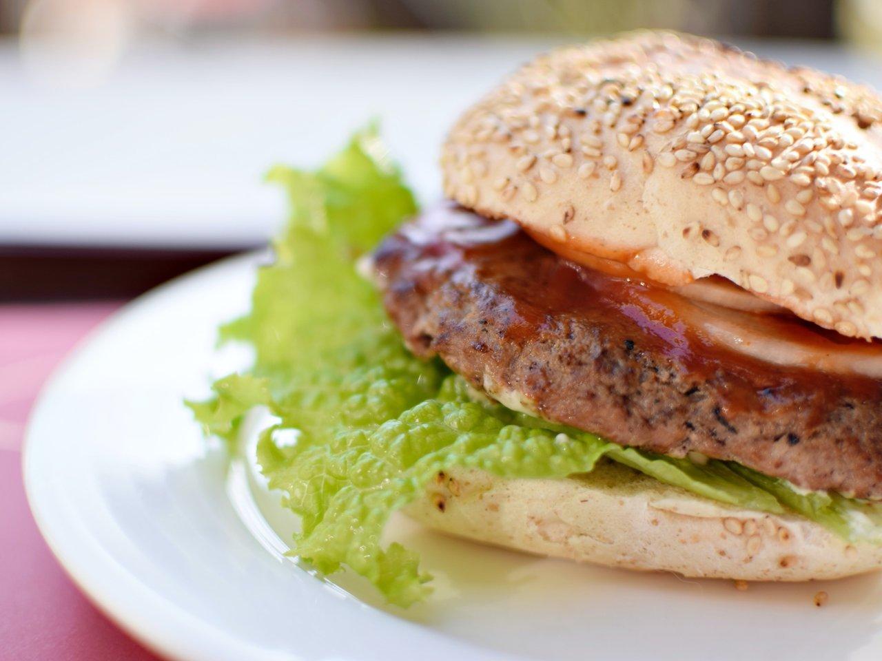 おいしいご当地ハンバーガー 炭火パテの味が忘れられない島根県・三瓶バーガー