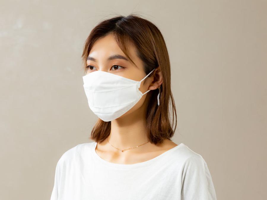 椿オイルを配合したマスク。2枚1980円。お肌に優しいシルク加工の「comfort