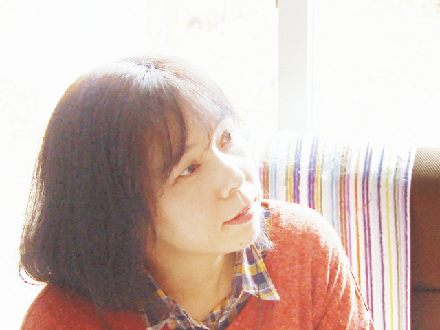 震災後の陸前高田でいくつもの声を届けたあるラジオ・パーソナリティの物語。『空に聞く』
