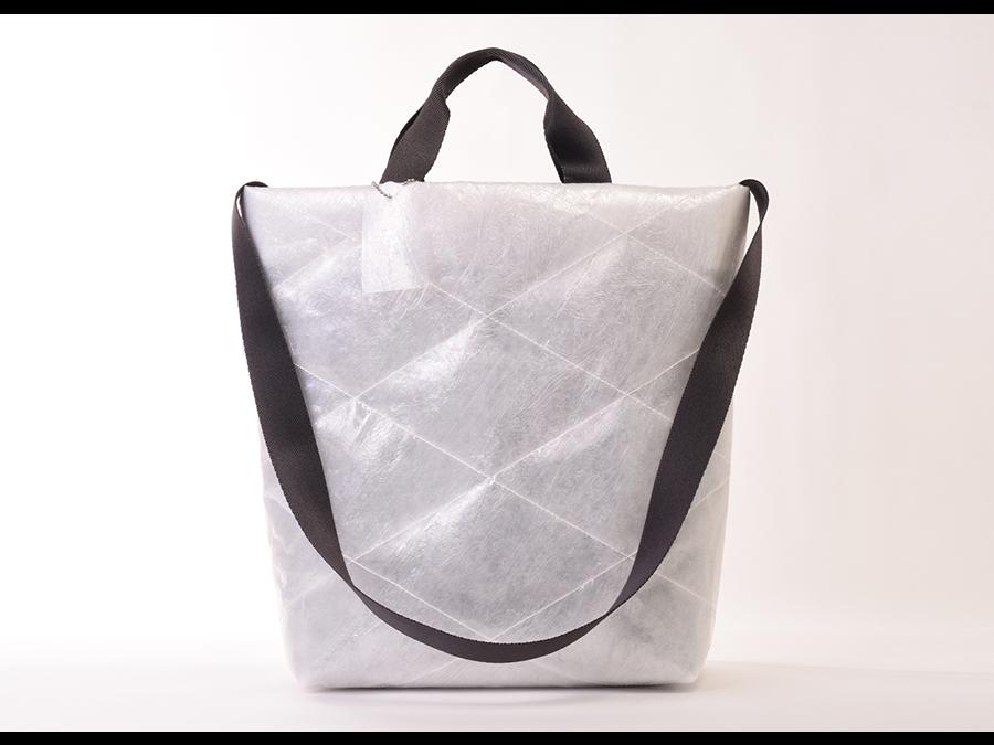 廃ビニール傘と再生ポリエステルを使用した、内部を衝撃から守るキルティングバッグ新発売。