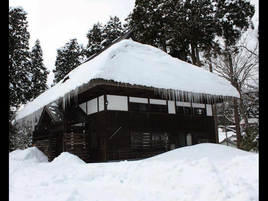 かんじき体験や雪国の食文化を伝える体験ツアー「豪雪体験in新潟~雪国の暮らしに触れる日帰り旅」