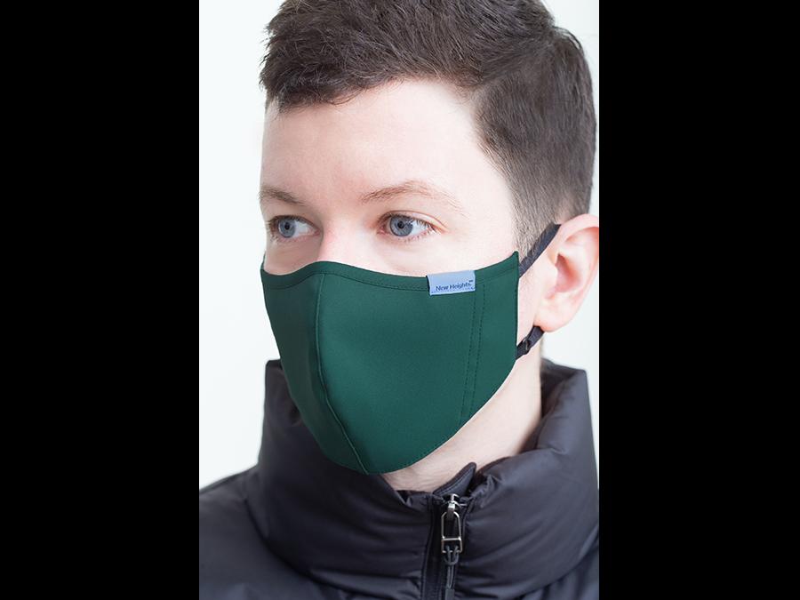 スポーツウェアメーカー開発。顔立ちが美しいアジャスター付き立体型フェイスマスクが誕生