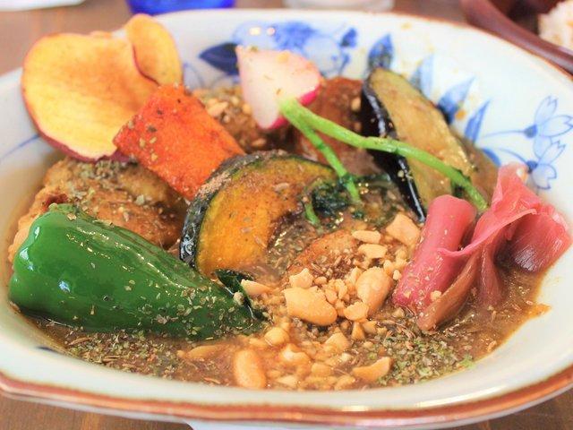 南国の香り漂う東京ローカルのスパイスカレー「はるさーカレー南国屋」