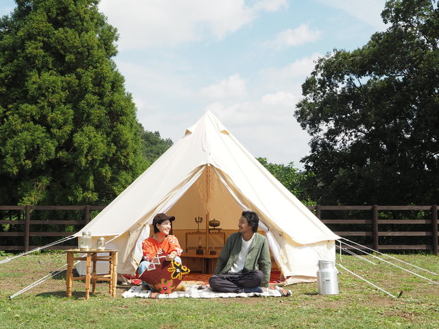 """趣味のキャンプを仕事に。理想の移住を叶え、地域にとけこむ「野あそび夫婦」の""""愛され力""""とは"""