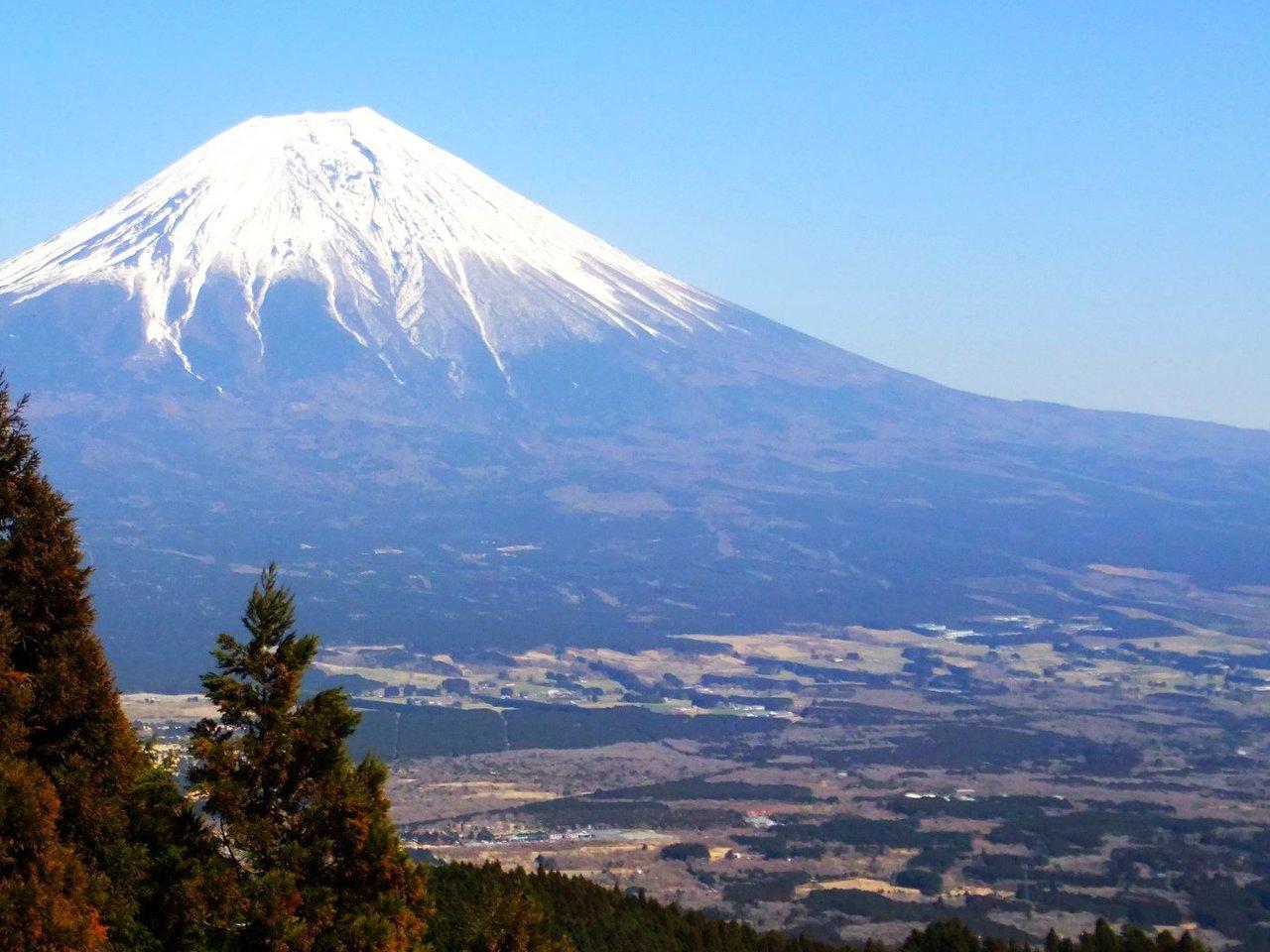 2月23日は富士山の日。全国に散らばるパワースポット「お富士さん」に登ってみませんか?