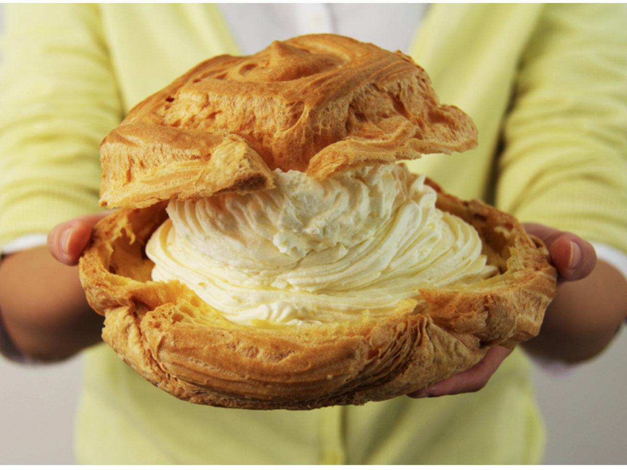 毎月19日はシュークリームの日!通常の9倍?!青森の道の駅で買える特大シュークリームとは?