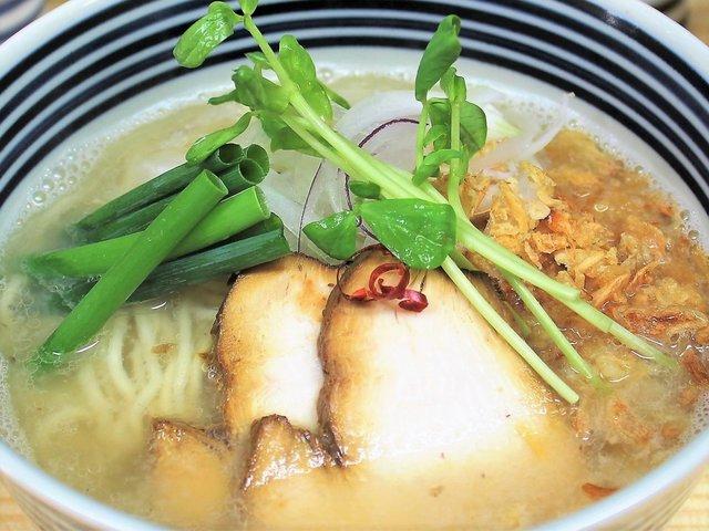 焼き鯖を使ったスープの中華そば 独自の味で長崎と東京ローカルをつなぐ「らーめんどんぐり」