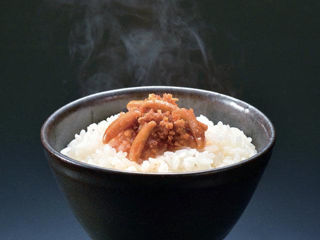 柿の種がごはんのお供に?!米を米で食べる、新感覚調味料「柿の種のオイル漬け」をお取り寄せ
