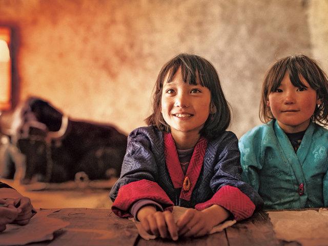 高地のブータンの暮らしとともにあるヤク、そして歌。映画『ブータン 山の教室』