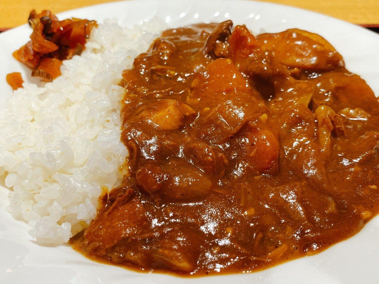 東京ローカルのおいしいカレーが食べたい|サウナの聖地で食べる特製カレーライス
