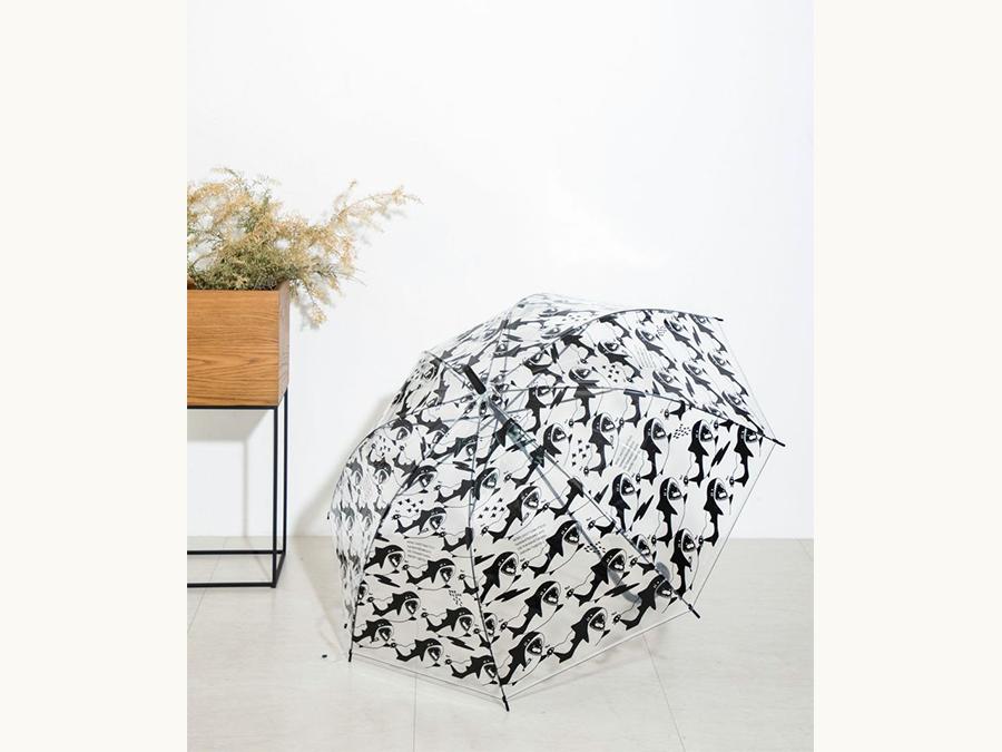 【空を泳ぐサメ】雨の日を楽しくするサメまみれの傘がヴィレヴァンオンラインに登場!
