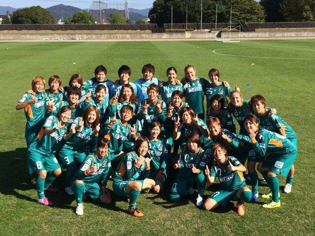 鳥谷部さんが所属していたチームメンバーとの写真