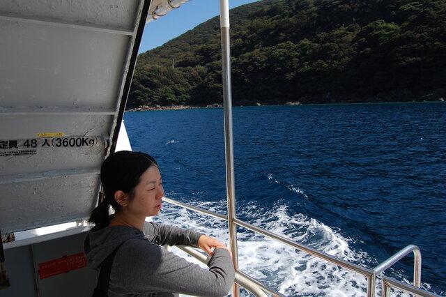 初めての四国、初めての愛南町で乗った西海観光船。数年後船の指定管理事業者になることをまだ知らない妻の高橋香さん