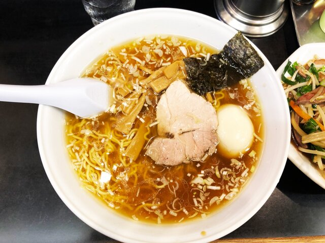 萬楽飯店のラーメン(大盛)