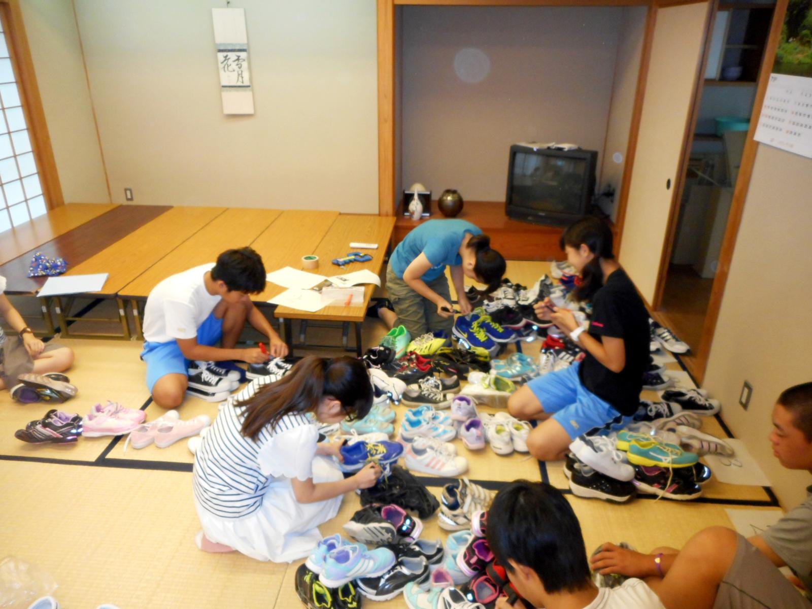 川崎市立麻生中学校は生徒会が中心となり、500足以上のシューズを寄せてくれた。