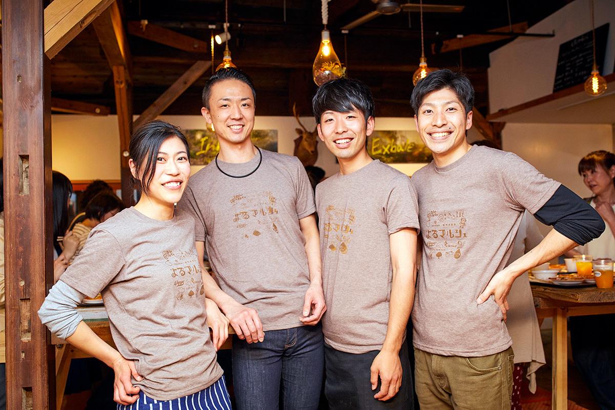 「よるマルシェ」実行委員メンバー。左から林綾乃さん、林拓郎さん、更井亮介さん、西崎翔さん。