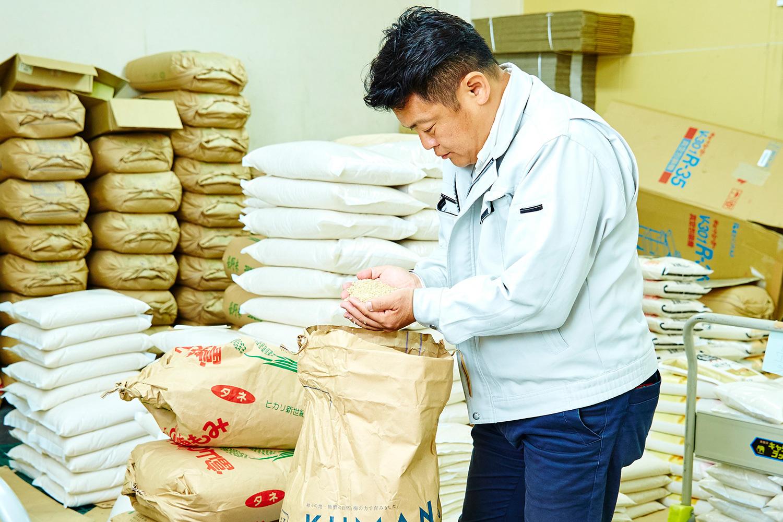 田辺の繁華街『味光路』近くの商店街にある、米屋『たがみ』3代目として今日も働く田上さん。