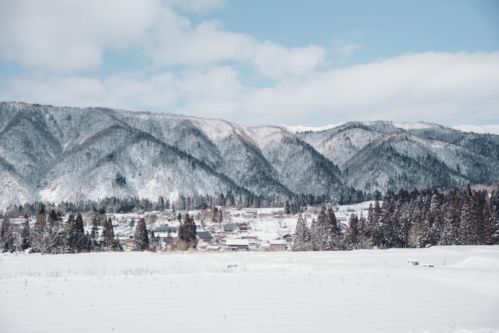 冬の石徹白は雪深い。すべてが白く染まり、洗われるような澄んだ空気に満たされる時期。