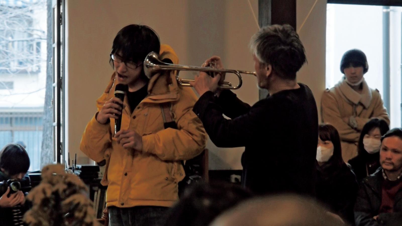 2014年、「富士見丘教会」での一場面。齋藤氏 は演者として、カメラマンとして公演に参加。