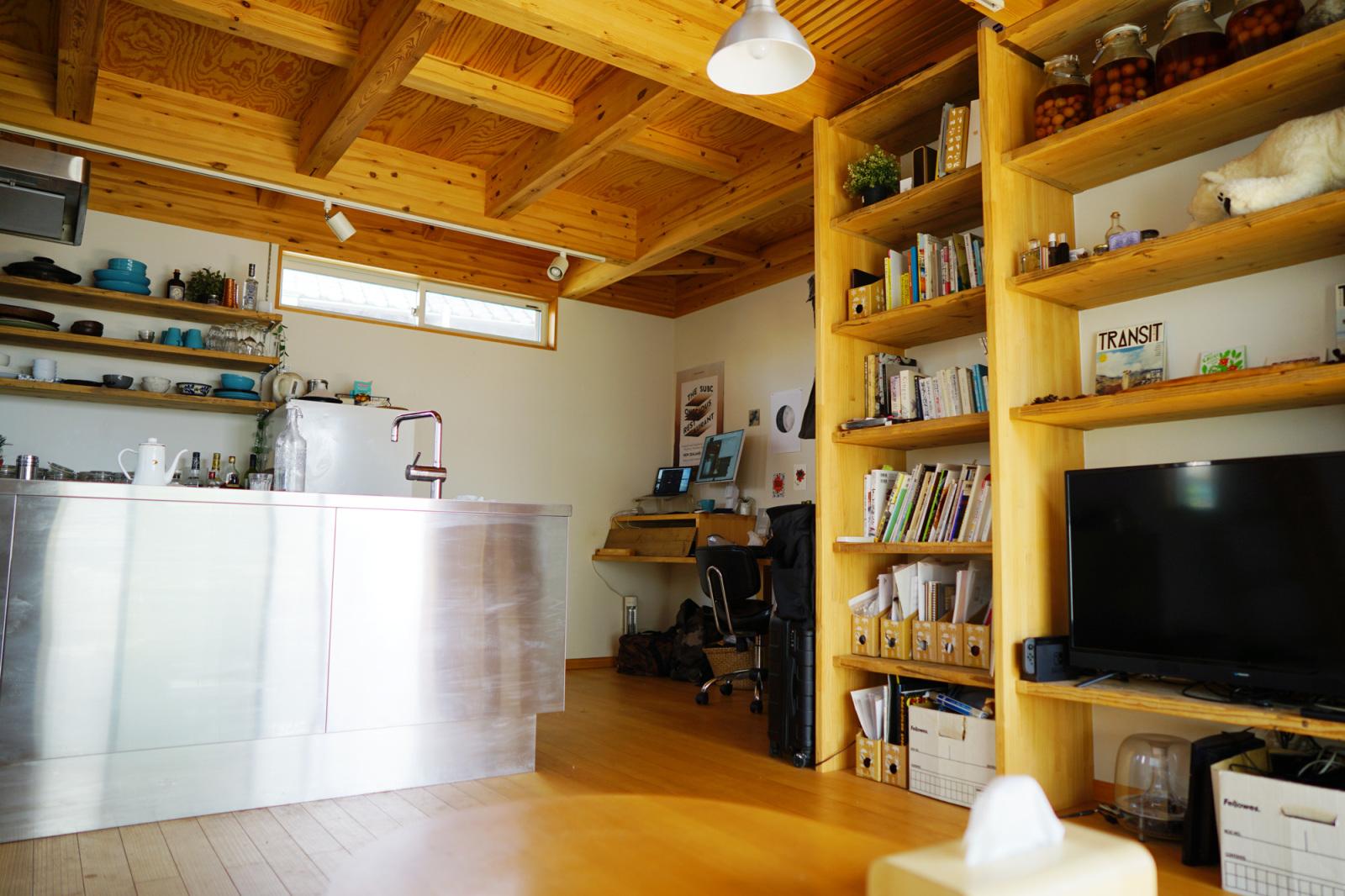 「HOXAI」のデザインが生まれる在宅での仕事環境