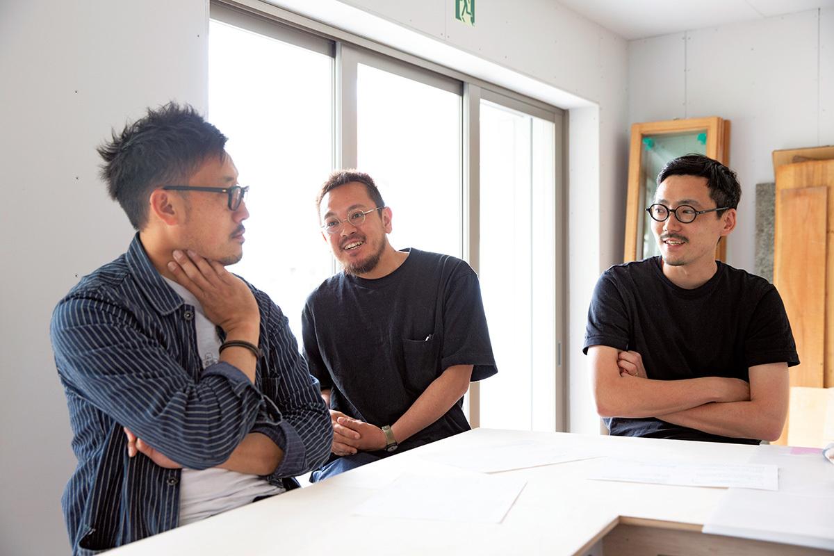 敷浪一哉(左)L PACK.小田桐奨(右)・中嶋哲矢(中央)