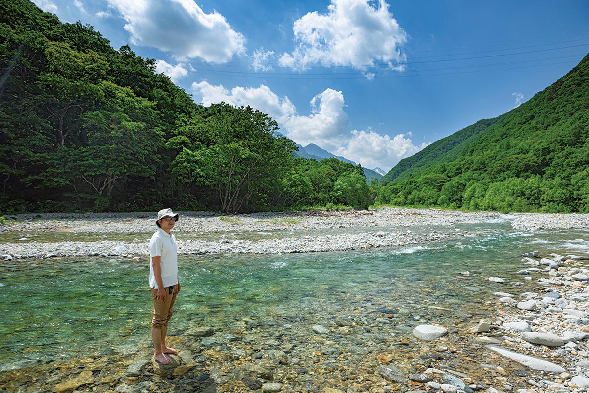 取材途中、「ここも気分転換に最高の場所です」と都丸さんが連れて行ってくれたのが、湯檜曽公園。すぐ脇を湯檜曽川が流れ、川遊びもできる。