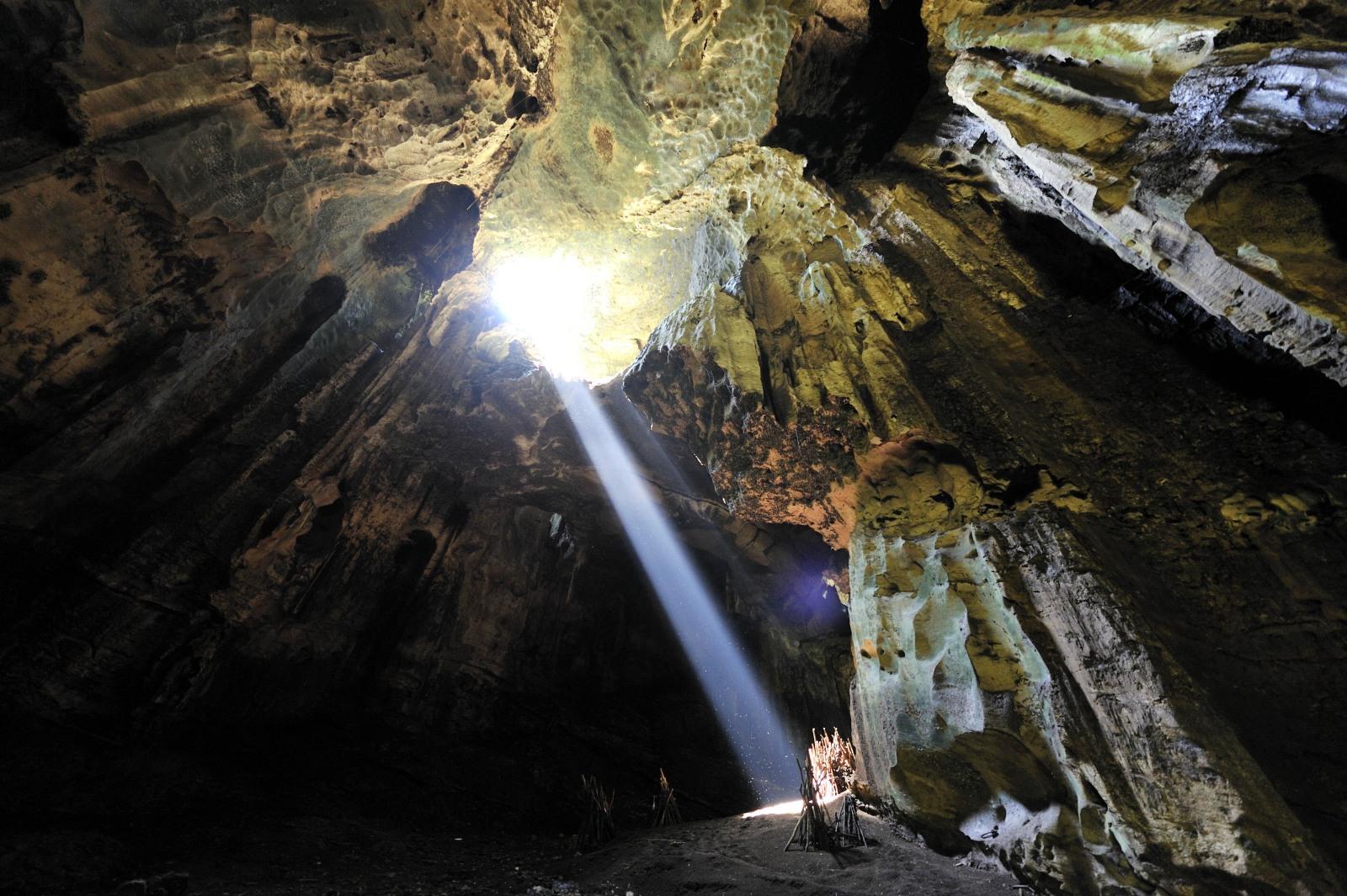 マレーシアボルネオ島の洞窟