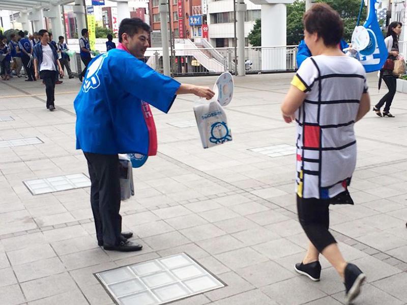 6月5日、小倉駅前で実施した街頭サンプリング