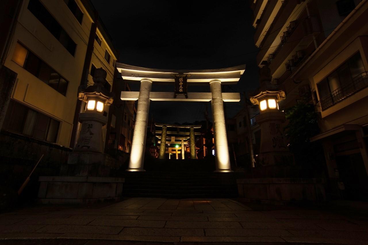 諏訪神社・鳥居のライトアップ