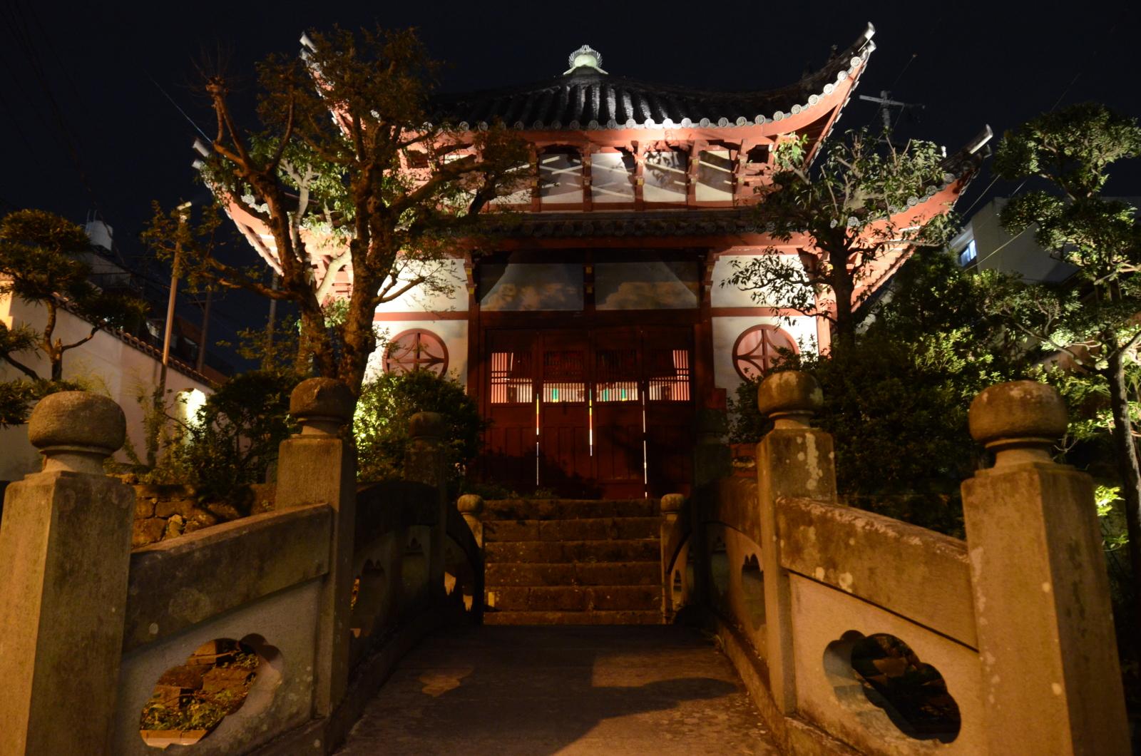 唐人屋敷のライトアップ
